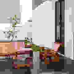 RHBW Industrial style balcony, veranda & terrace