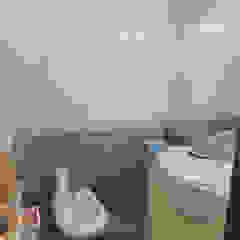 Remodelação casa de banho - Antes Banheiros modernos por Maria Eduarda Reis Interiores Moderno Azulejo