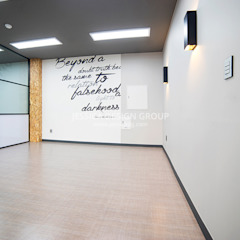 Espaces de bureaux modernes par 제시카디자인그룹 Moderne