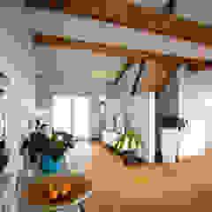 Country style corridor, hallway& stairs by Klaus Geyer Elektrotechnik Country