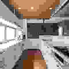coil松村一輝建設計事務所 Built-in kitchens White