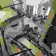 Projekt wnętrza domu w stylu nowojorskim od MIRAGE STUDIO Sebastian Rzymski Egzotyczny Kwarc