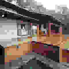 蓼科高原の週末住宅 の 中庭のある家|水谷嘉信建築設計事務所 和風 木 木目調