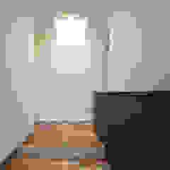 ㈱ライフ建築設計事務所 Eclectic style corridor, hallway & stairs