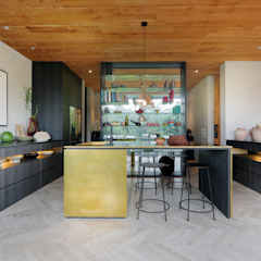 Chameleon Villa Bali Tropical style kitchen by Word of Mouth House Tropical
