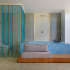 Seascape Villa Tropical style bathroom by Word of Mouth House Tropical