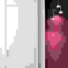 RISTRUTTURAZIONE MONOLOCALE 30 mq – Periferia Nord di Milano di HBstudio Minimalista Legno Effetto legno