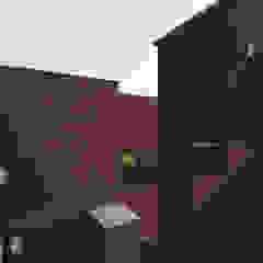 Modern home by 인문학적인집짓기 Modern Bricks