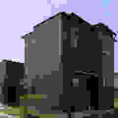 por 西島正樹/プライム一級建築士事務所 Asiático Alumínio/Zinco