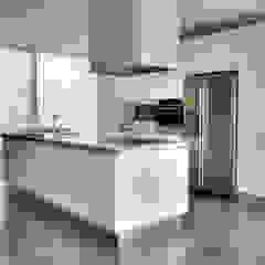 Balcão em Madeira por Moderestilo - Cozinhas e equipamentos Lda Moderno