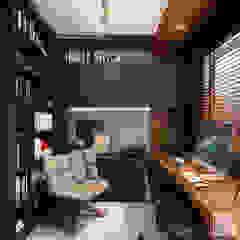 من Laura Mueller Arquitetura + Interiores حداثي خشب Wood effect