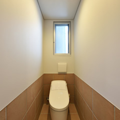 Nowoczesny korytarz, przedpokój i schody od プラソ建築設計事務所 Nowoczesny
