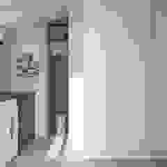 Attico - Interior design Spogliatoio moderno di ALMA Architettura   Mario Pan   Alessandro Pezzotti Moderno