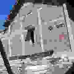 Rumah tinggal Ruang Keluarga Gaya Asia Oleh CV. ARRAHMAN CONSTRUCTION Asia Batu Bata
