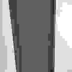 di Closets y Cocinas GIMSA Morelia Minimalista Legno Effetto legno