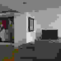 Casa Maurício de Vasconcelos Salas multimédia modernas por Nuno Ladeiro, Arquitetura e Design Moderno
