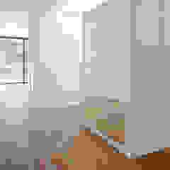 Moradia da Torrinha - Parador, Accoya & Lunawood Closets modernos por Banema S.A. Moderno Derivados de madeira Transparente