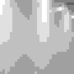 Parede com efeito de quadro branco - tinta branca SketchPaint Escolas modernas por Soultrain Moderno