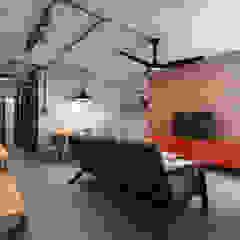 Industrial Touch for Mr. Mark Ruang Keluarga Gaya Industrial Oleh March Atelier Industrial