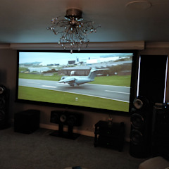 Cinemascope Home Cinema screen integrated with high-end HiFi by HiFi Cinema Ltd. Сучасний