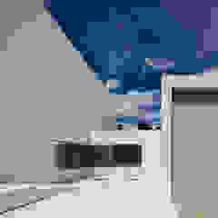 Garage/Rimessa in stile mediterraneo di FRAN SILVESTRE ARQUITECTOS Mediterraneo