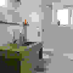 Minimalist bathroom by Studio di Architettura IATTONI Minimalist
