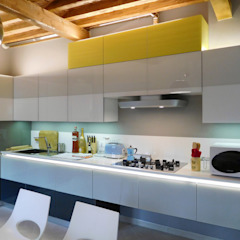 Minimalist kitchen by Studio di Architettura IATTONI Minimalist