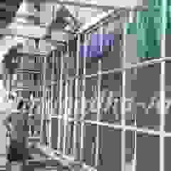 Tukang Taman Vertical Garden Oleh Tukang Taman Surabaya - Tianggadha-art Modern Aluminium/Seng