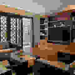 LP House Ruang Keluarga Klasik Oleh ARF interior Klasik Kayu Wood effect