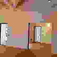 por Avantgarde Construct Luxury Srl Clássico Madeira Acabamento em madeira
