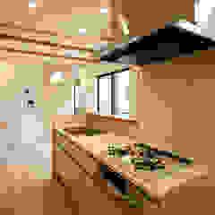 本と空を愉しむ階段の家|狛江の家 カントリーデザインの キッチン の シーズ・アーキスタディオ建築設計室 カントリー