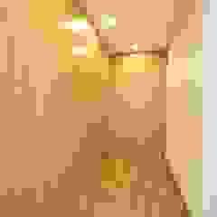 Lote 24 Closets modernos por Construções e Imobiliária Navio, Lda Moderno