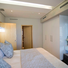 White Modern 3 Bedroom Apartment Minimalist bedroom by Adore Design Minimalist