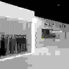 TIENDA BALMAIN Pasillos, vestíbulos y escaleras minimalistas de Karla Alvarez - Arquitectura de Interiores Minimalista