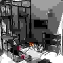 Hiên, sân thượng phong cách công nghiệp bởi Ambient Natura Công nghiệp Gỗ Wood effect