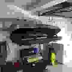 Garageflex Garage Transformation in Chalfont St Giles, Buckinghamshire من Garageflex كلاسيكي