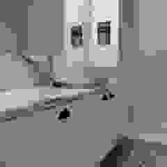 Apartamento Avenidas Novas Casas de banho minimalistas por CF Arquitectura e Design Minimalista Pedra