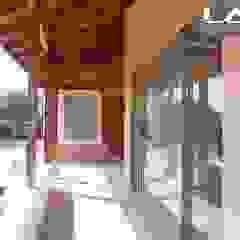 Janelas e portas coloniais por Lau Arquitectos Colonial