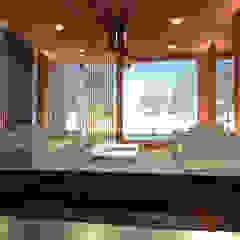 Inner House Balkon, Beranda & Teras Tropis Oleh AIGI Architect + Associates Tropis Kayu Wood effect