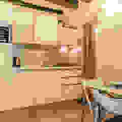 Relooking per locazione turistica IN GIALLO E BLU - Venezia di MICHELA AMADIO - Valorizza e Vendi Moderno