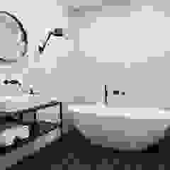 INTERIEUR ONTWERP & VASTGOEDSTYLING | JACOB GILLESSTRAAT TE DEN HAAG Minimalistische badkamers van Studio Kustlijn Architecten Minimalistisch Tegels