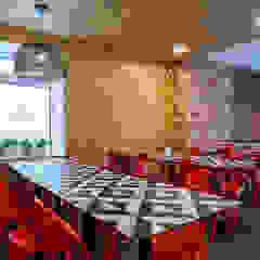 """Restaurante & Esplanada """"Pátio 14"""" Espaços de restauração industriais por Sizz Design Industrial"""