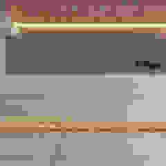 Стены и пол в стиле модерн от 芮晟設計事務所 Модерн