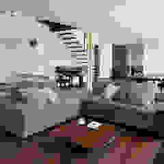 053 i-house in 軽井沢 モダンデザインの リビング の atelier137 ARCHITECTURAL DESIGN OFFICE モダン 木 木目調