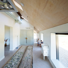 Country style nursery/kids room by RHAW architecture Country