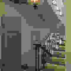 Mediterranean corridor, hallway & stairs by EJ Studio Mediterranean