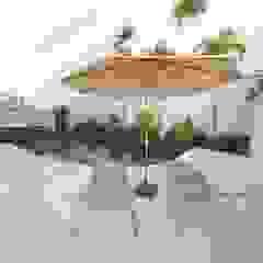 Fachadas Moderna Pele de Vidro Piscinas minimalistas por Andréa Generoso - Arquitetura e Construção Minimalista Madeira Efeito de madeira
