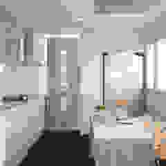 Remodelación Cocina en colores claros de Mauriola Arquitectos Minimalista