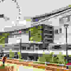 Centros Comerciais asiáticos por PT. Kampung Flora Cipta Asiático