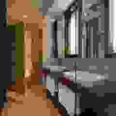 主臥衞浴空間 Modern bathroom by 敘述室內裝修設計有限公司 Modern